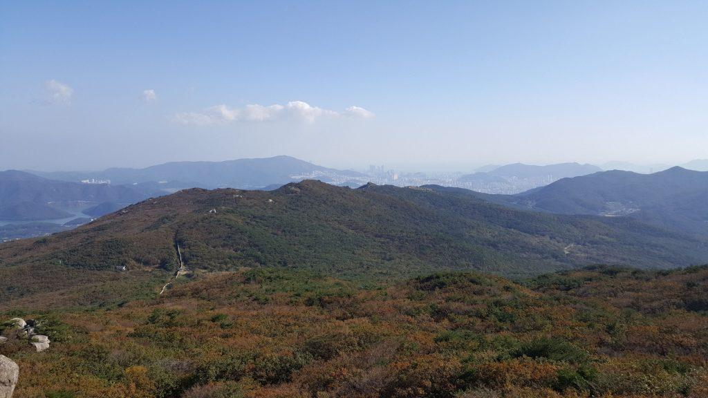 Beautiful Mountain Hike - Busan in the Back